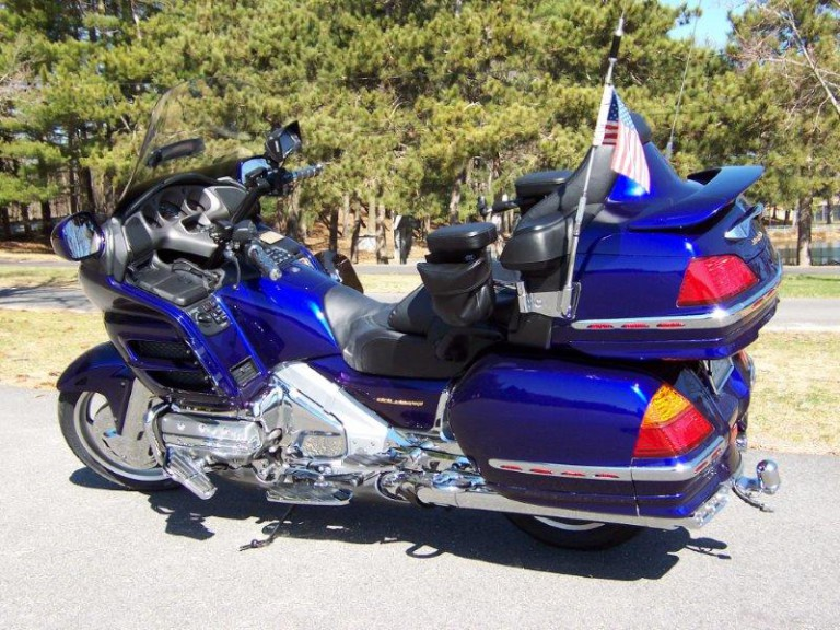 Honda Goldwing 2004 Gl1800a Color Illusion Blue Efi Anti Dive Suspension Abs Brakes 9500 70k Miles In Excellent Condition