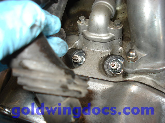 how to take off spark plugs