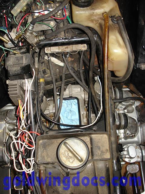 How To Replace Your Throttle Cables Gl1100 Diy Articles Goldwingdocs Com